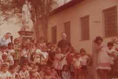2-Criancas-atendidas-na-Aldeia-da-Paz-1980